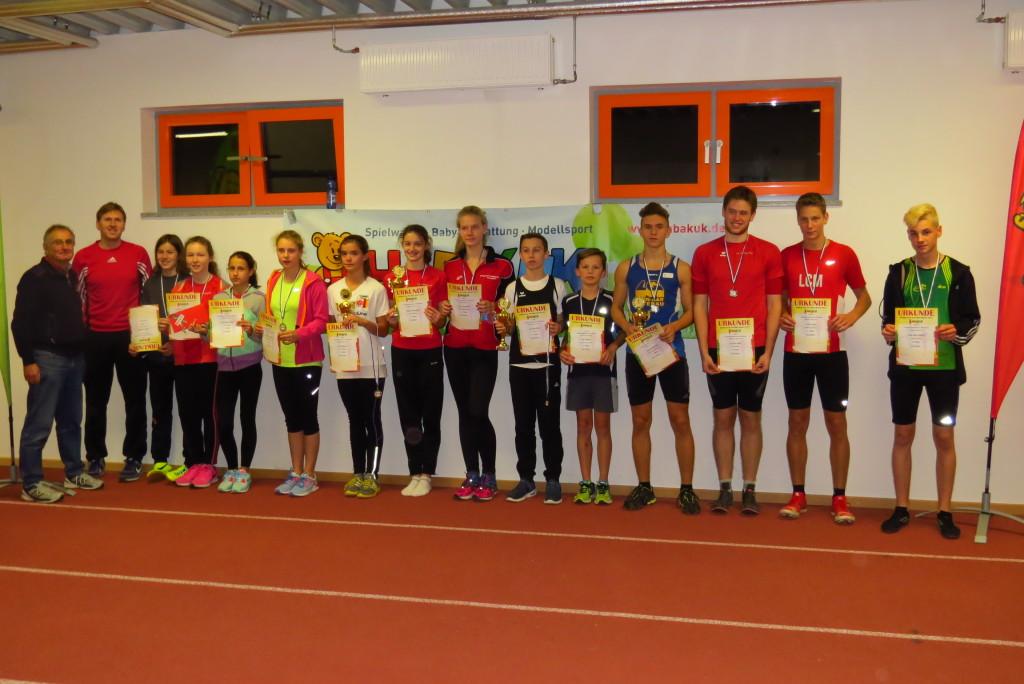 Sieger (mit Pokalen) und Teilnehmer am HABAKUK-Finale