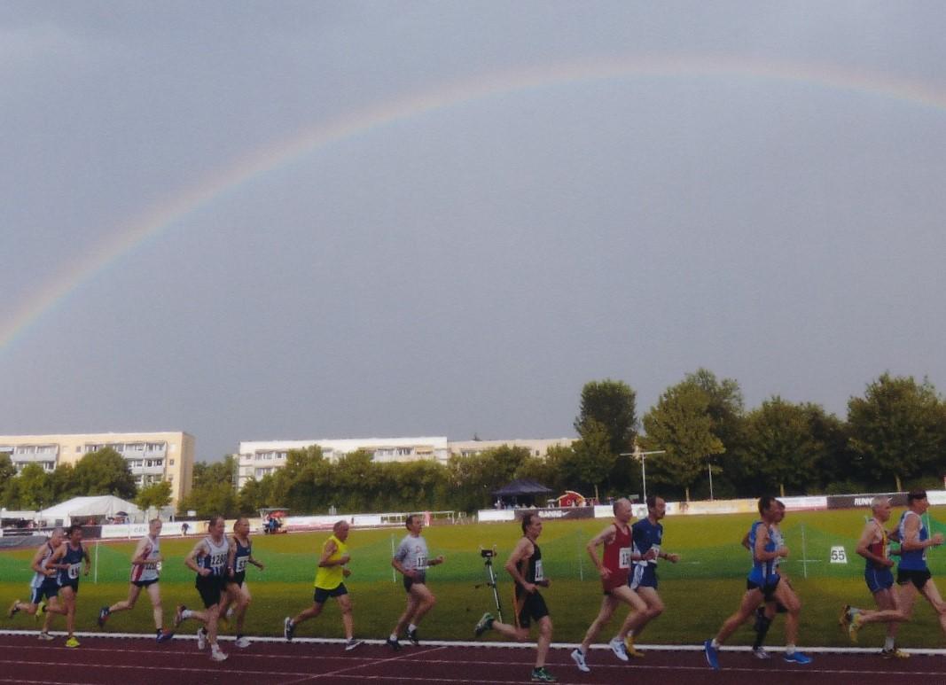 Laufen unterm Regenbogen bei den DM der Senioren